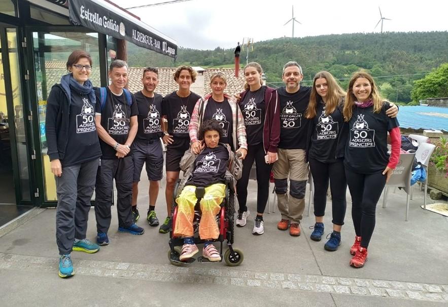 gruppo amici condivide cammino santiago ragazza disabile 1564732124