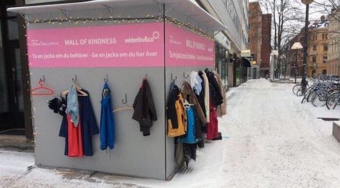 le giacche della solidarieta per donare cappotto chi ne ha bisogno 1549757625