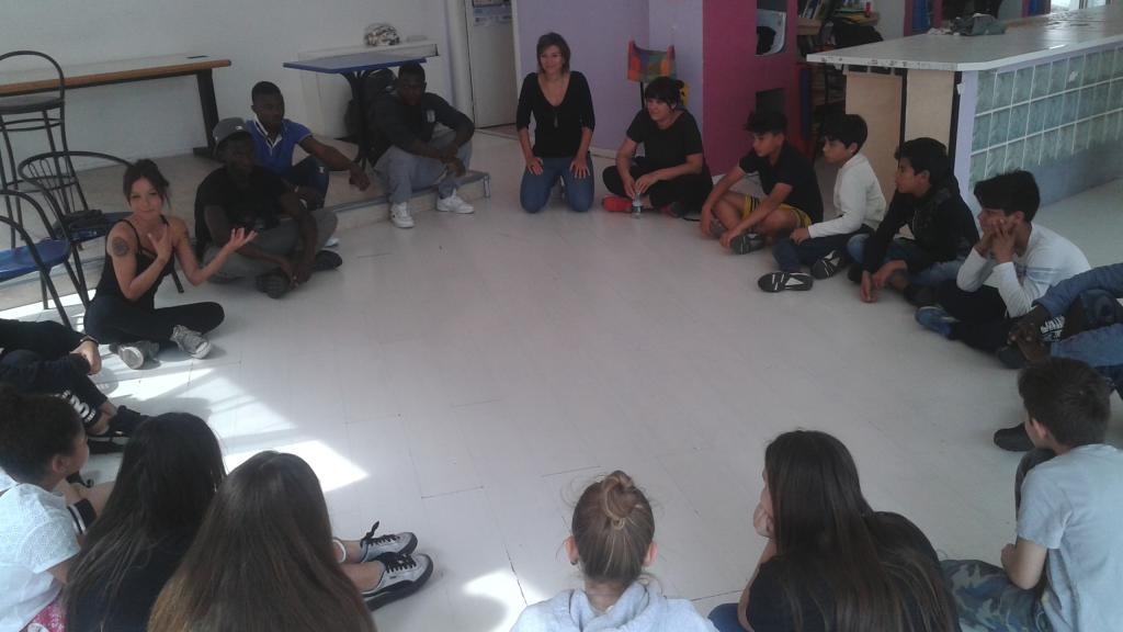 migranti aiutano studenti italiani 1496654079