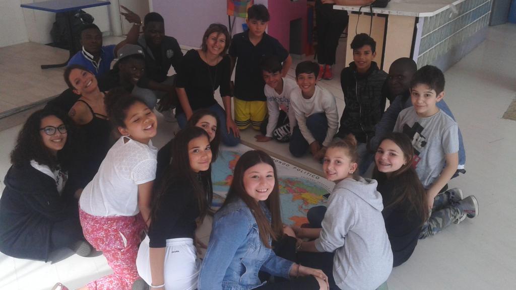 migranti aiutano studenti italiani 1496654160