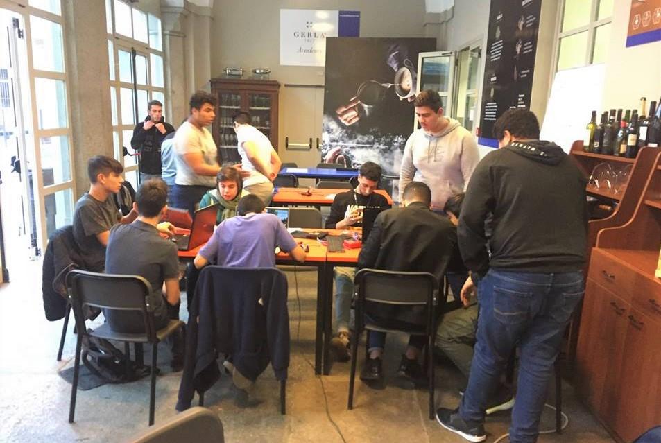 restart cafe torino studenti incontrano riparare oggetti rotti 1571350509