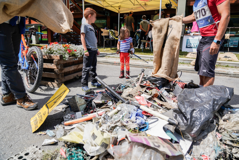 sestriere pensano cittadini pulire montagna rifiuti 1566685890